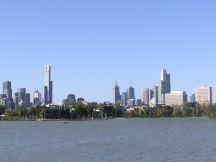 Albert_Park_Lake_&_Melbourne_City_Skyline