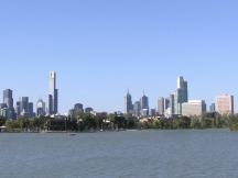 Albert_Park_Lake_&_Melbourne_City_Skyline